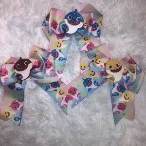 Other - NEW Baby Shark bow bundle